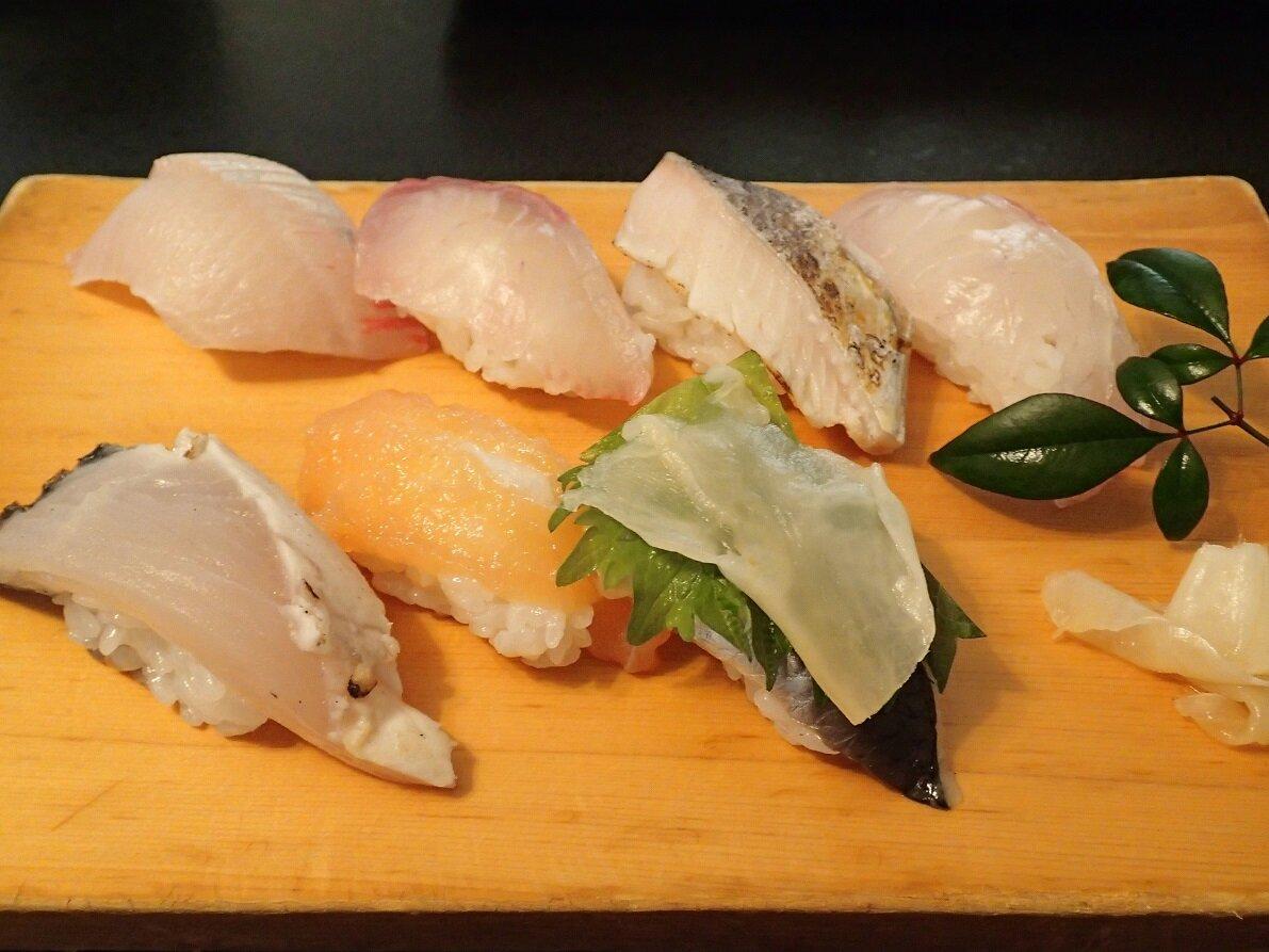 ビュッフェだけでなく板寿司もご用意しています。